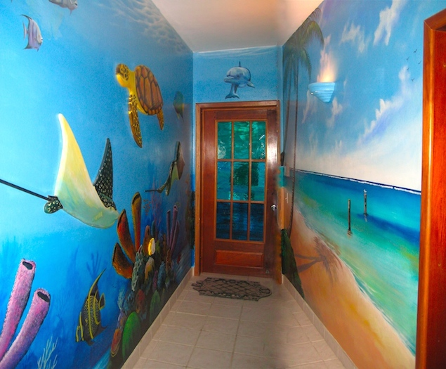 It's almost like you're undersea in this hallway!